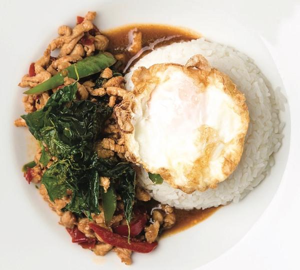 Salteado de pollo/langostinos/tofu – Pad Kraprow